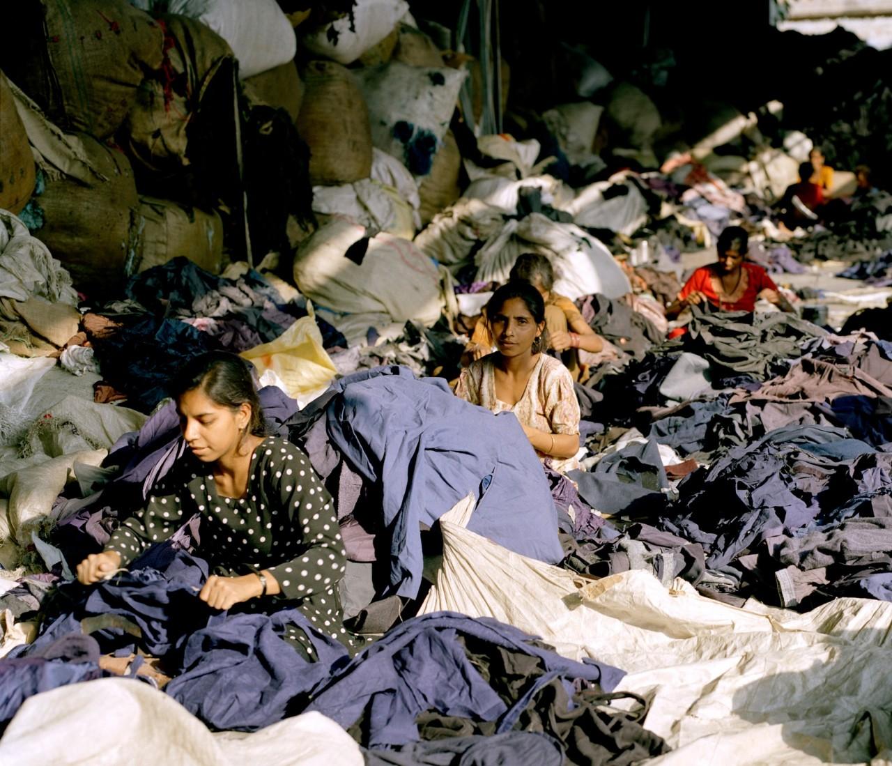 2_Tim_Mitchell__Clothing_Recycled___Tim_Mitchell_2005z83mLcnr5JgVu
